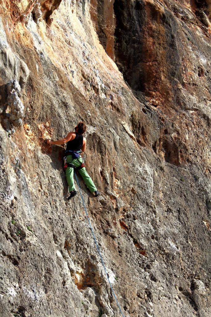 Armin klettert in Cala Magraner