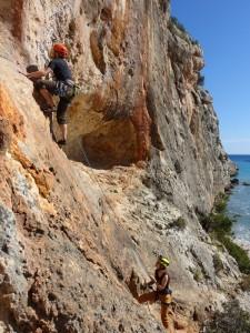 Florian und Lisa beim klettern in Cala Magraner